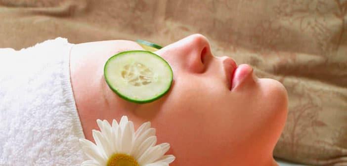 Los cosméticos para la piel alrededor de los ojos