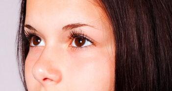 Contorno de ojos casero de yogurt